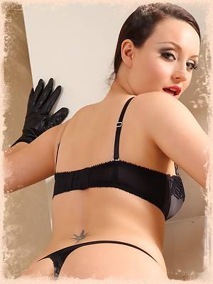 Carla strips from mysterious black outfit